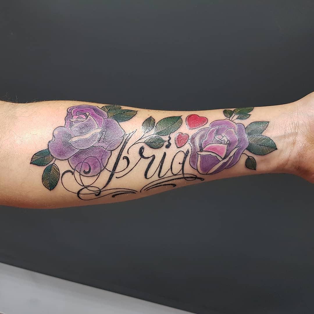 詹先生小臂玫瑰英文字纹身图案