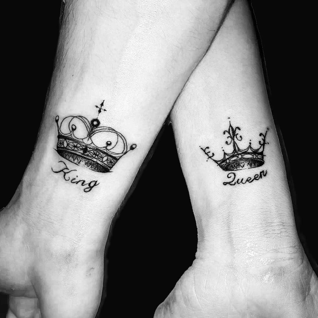 钱先生情侣小臂皇冠英文字纹身图案