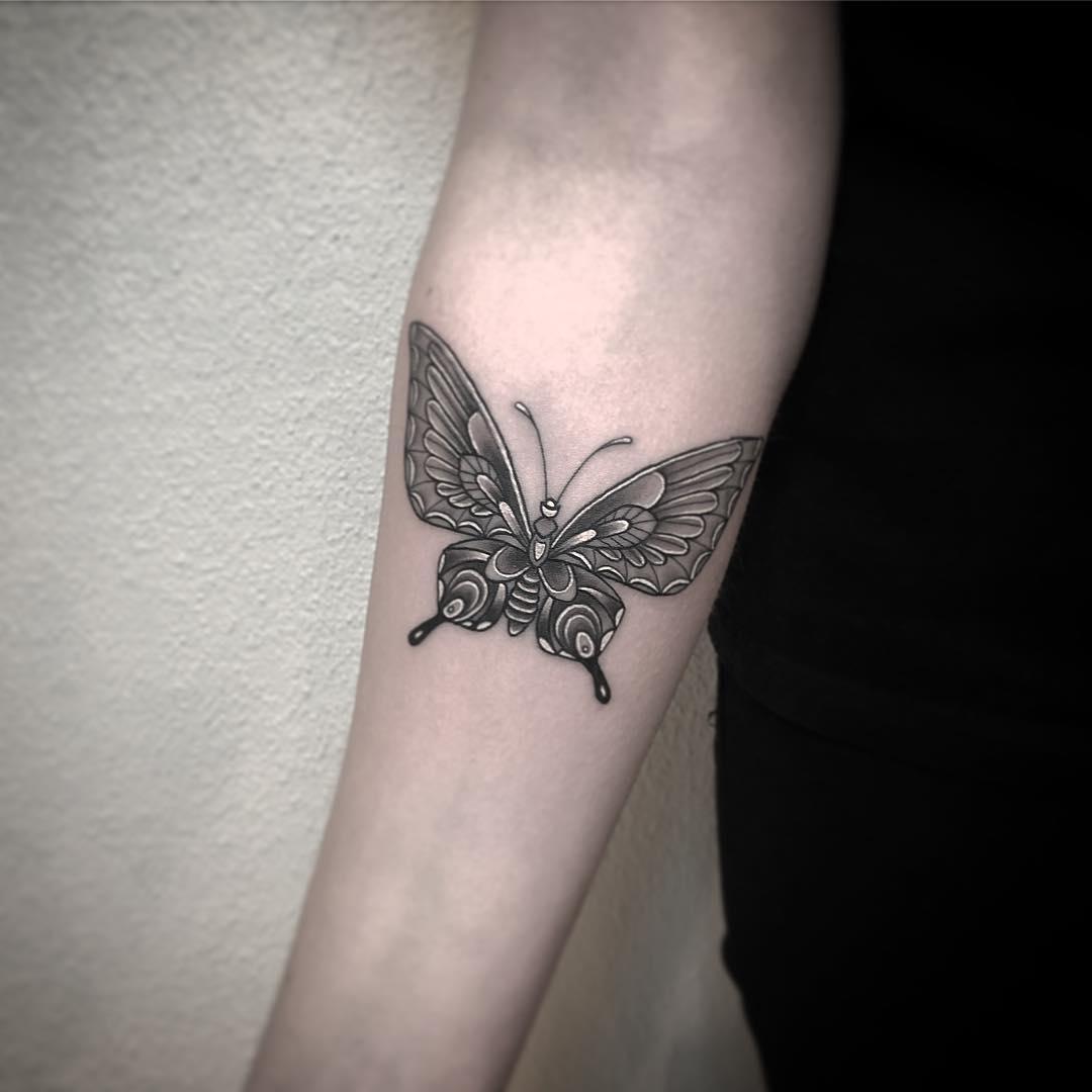 盖小姐手指英文字纹身图案